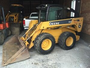05 John Deere 328 Skid Steer Loader w/ Bucket