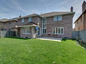 Beautiful 5 BR House In Bayview / 16th, Richmond Hill For Rent !