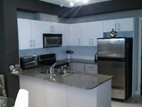 Move in NOW!!! Heart of Square ONE Fab 1 Bed Unit