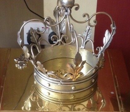 Metal decorative 'crown'