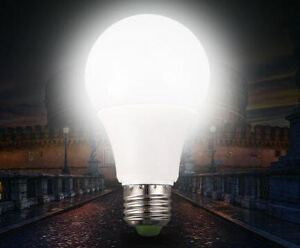 SmartCharge™ LED energy efficient light bulb supplies 3 hours of