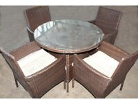 1 x UNUSED ROMAN CONRAD RATTAN 5 PIECE GARDEN DINING SET TO INCLUDE 4 CHAIRS AND A TABLE.