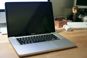 Macbook Pro 15 inch i5, i7 and more! Warranty and Softwares
