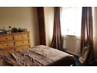 Spacious, Sunny Three Bedroom Flat in Reading Town Centre