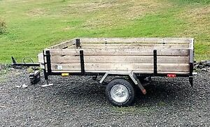 Utility trailer 4 x 7 with tool box