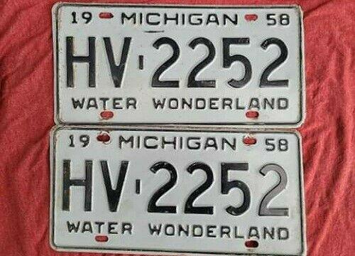 1958 Michigan License Plate Original HV 2252 Pair Set