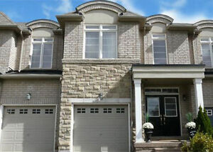 Freehold Executive Townhouse 3 bedrooms 2.5 baths in Oakville