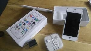 I PHONE 5 S 32 GO ARGENT