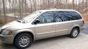 2002 Chrysler Town & Country Limited 8 passenger van