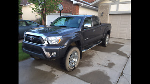 2014 Toyota Tacoma Limited Trim (Original Owner, Low KMs, Loaded