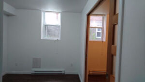 Large 3 1/2 for rent, close to metro cote-des-neiges