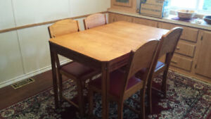 Antique Golden Oak Dining Room Table with 4 Chairs