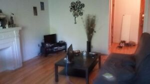NICE 3.5 NEAR METRO AVAILABLE JULY 1/ 1 JUILLET
