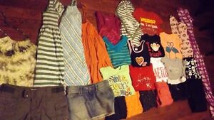 TEEN/LADIES CLOTHES (25 ITEMS)