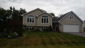 Beautiful side split, move in ready! NEW PRICE!!!
