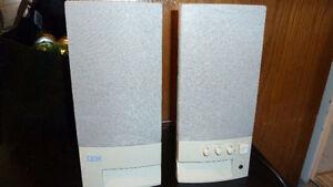IBM computer amplified speaker set / Haut-parleurs IBM