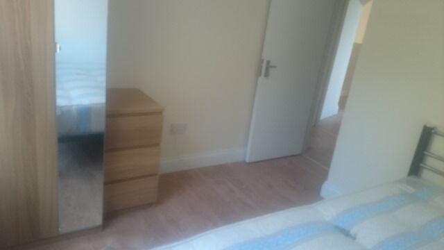 £300 / w - One bedroom with separate reception on Shepherds Bush Road near Westfield