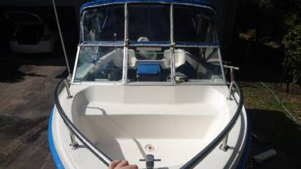 4.80m Pride Pacemaker Runabout with Bow Cockpit, 90hp Evinrude