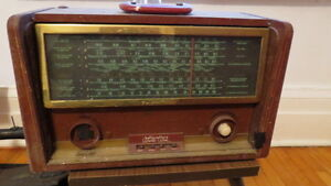 Hallicrafters World Wide Antique Radio
