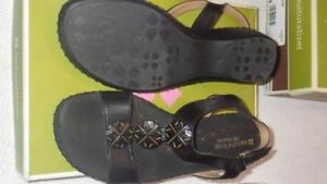 Naturalizer Sandals black leather, Size 8 Wide Kawartha Lakes Peterborough Area image 2