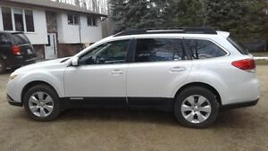 2010 Subaru Outback 2.5i Wagon All Wheel Drive very clean