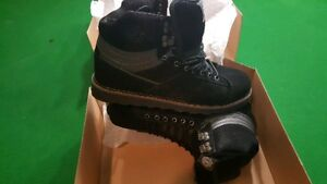 etnies high top sneekers size 12 black new in box text 9881989