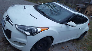REDUCED AND CERTIFIED 2012 Hyundai Veloster Hatchback Peterborough Peterborough Area image 5