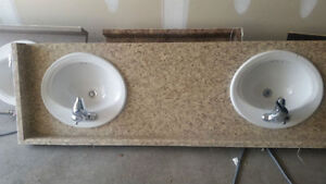 Sinks with faucets in excellent condition Oakville / Halton Region Toronto (GTA) image 2