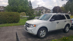 2011 Ford Escape V6 4X4, LEATHER WITH WINTER TIRES AND RIMS