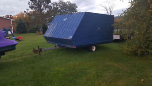 Clamshell snowmobile trailer