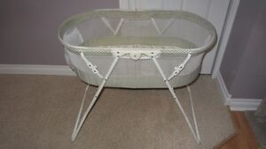 Travel Bassinet- Great Condition