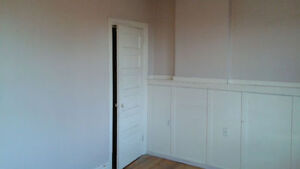 Bathurst and College room for rent