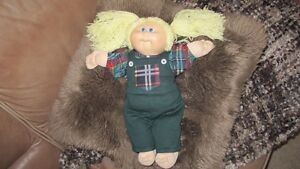 LIKE NEW- CABBAGE PATCH DOLL- WITH CLOTHES Cambridge Kitchener Area image 2