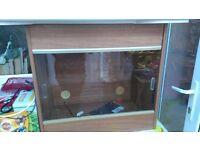 wood vivarium with glass sliding doors, heat mat, light and lock