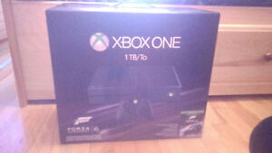 XBOX ONE (1 TB/1 To) FORZA 6 EDITION BARELY USED