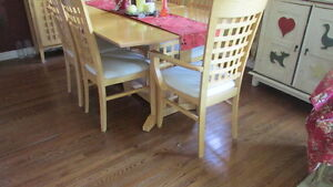 BIRCH DINING TABLE AND HUTCH Kawartha Lakes Peterborough Area image 2