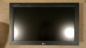 """LG Flatron 32"""" 720p commercial grade TV with Chief mount"""