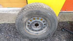 2 pneus d'hiver de 13 pouces et 1 pneu 4 saisons de 15 pouces