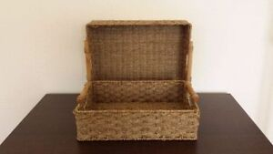 SET OF 3 WICKER LARGE STORAGE TRAYS WITH WOODEN HANDLES