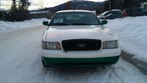 SPACIOUS FORD VICTORIA CROWN 2008 ONLY 3800$ Great deal ASAP