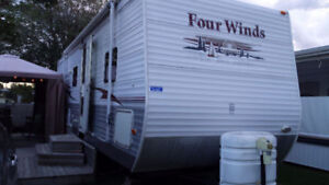 2006 Dutchmen Four Winds 30 feet – Travel Trailer (RV)
