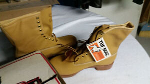 BRAND NEW PAIR OF VINTAGE WORK BOOTS TUFF MACK NEVER WORN