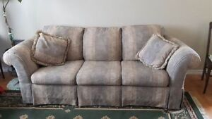 FREE Sofa in Excellent Shape AIRDRIE