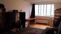 URGENT*Superbe Grand semi-meubl31/2 NDG-Hampstead 740$chauf inc)