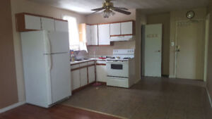 *Melvin Ave Upstairs 2 bedroom *across park *Utilities included