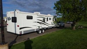 2007 KEYSTONE V1R  35FT TRAVEL TRAILER, FINANCING AVAILABLE.