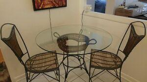 TABLE A MANGER POUR 2 PERSONNES (chaises incluses)