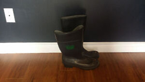 Steele toe rubber boots (size 9)