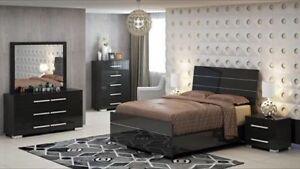 Spécial Set de chambre à coucher lustré à seulement 2680 $