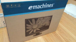 emachines 18.5W LCD Monitor (In Box) Brand New Condition **CHEAP